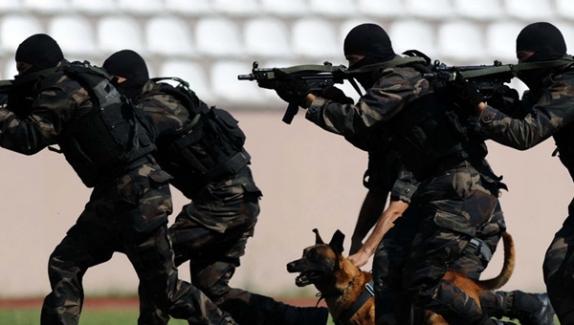 Nusaybin'de çatışma! Özel harekat polisi başından vuruldu