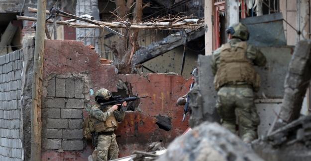 Yüksekova'da 13 terörist öldürüldü
