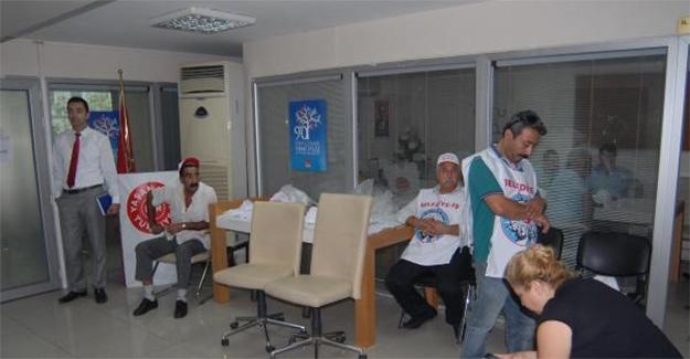 Bayraklı Belediyesi işçileri CHP İzmir İl Başkanlığı'nı bastı!