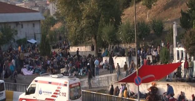 Suriyeli mÜltecilerin otogardaki bekleyişi sürüyor