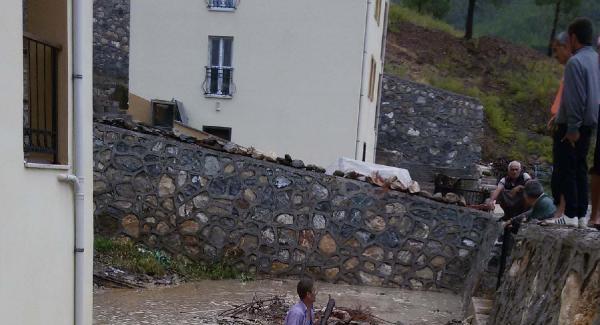 Mersin'de KKTC'ye su taşıyan barajın altındaki evleri bastı!