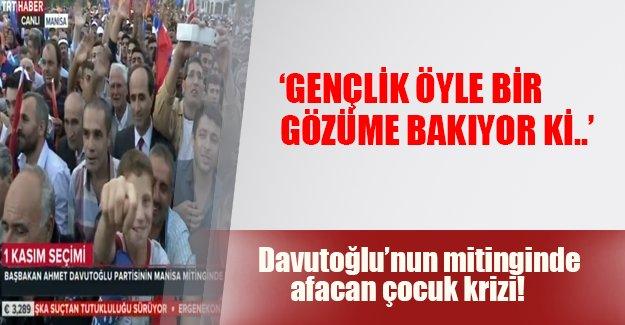 """Davutoğlu'nun mitinginde """"nah"""" şoku!"""