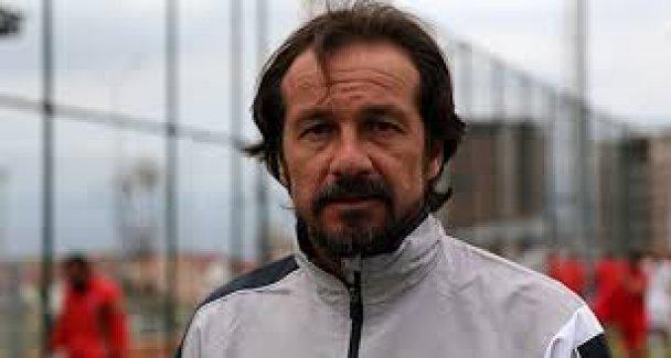 Yusuf Şimşek yine olay oldu! Antalyaspor teknik direktörü cezalı olduğu maçta sigara içerken görüntülendi
