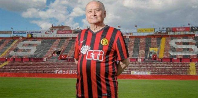 A Milli Takım eski futbolcusu Burhan Tözer hayatını kaybetti