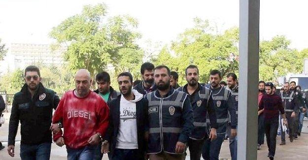 Antalya'da uyuşturucu operasyonu! 13 kişi gözaltına alındı!