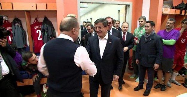 Başbakan Davutoğlu millileri ziyaret etti!
