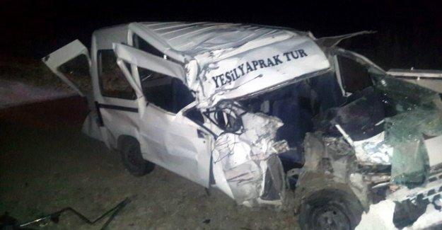Belediye Otobüsü İle İşçi Servisi Çarpıştı: 14 Yaralı