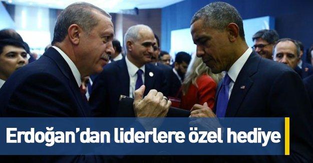 Cumhurbaşkanı Erdoğan'dan liderlere özel hediye!