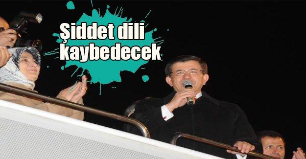 Davutoğlu balkon konuşması yaptı: Şiddet dili kaybedecek