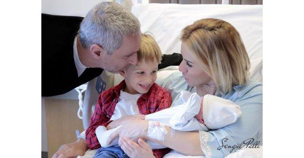 Esra Erol'un ikinci oğlunun yeni fotoğrafı ortaya çıktı! Esra Erol ikinci kez anne oldu