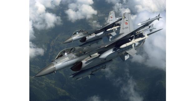 Hakkari'de PKK'lı teröristlere hava harekatı gerçekleştirildi! Çukurca 13 terörist öldürüldü!