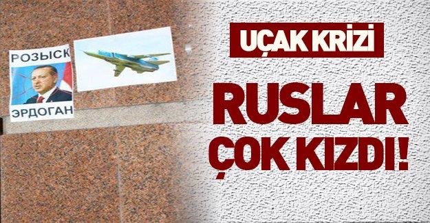 Rusların Türkiye'nin Moskova Büyükelçiliğinde yaptığı eylem periscope'tan canlı yayınlandı!