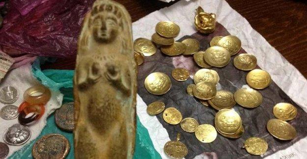 Tarihi eserlerle yakalanan kadın: Düğünümde taktılar