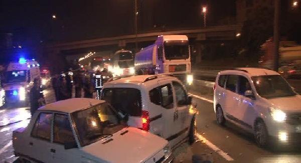 Ümraniye TEM'de feci kaza! Yanan araç zincirleme kazaya neden oldu! Yaralılar var...