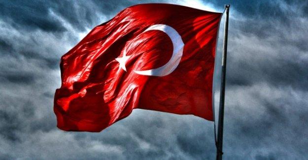Türk bayrağına hakarete 10 ay hapis
