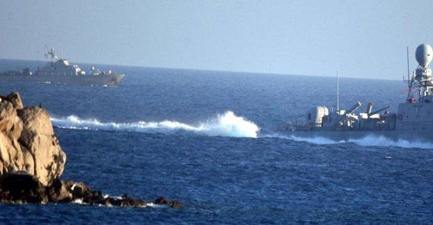 Yunan botu Türk sularına girdi!