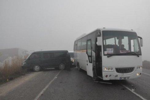 30 dakika içinde 20 araç birbirine girdi: 7 yaralı