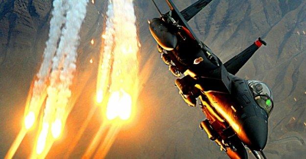 ABD uçakları IŞİD'i Rakka'da vurdu: 32 ölü