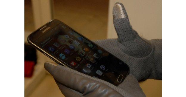 Akıllı telefonlara özel eldivenler tasarlandı