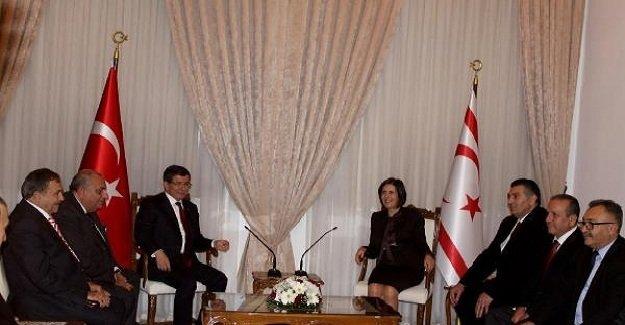 Başbakan Davutoğlu'nun KKTC temasları sürüyor! Davutoğlu, KKTC Meclis Başkanı ile görüştü!