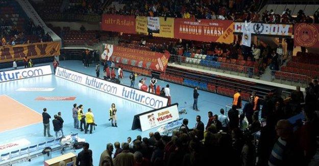 Galatasaray Fenerbahçe derbisinde olaylar çıktı
