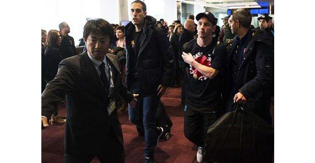 Havaalanında Messi'ye şok saldırı!