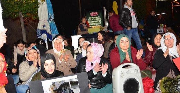 HDP'li kadınlar Antalya'da oturma eylemi yaptı!