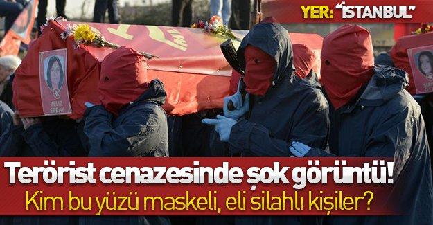 İstanbul'daki terörist cenazesinde şok görüntü! Kim bu yüzü maskeli, eli silahlı kişiler?