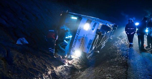 Kütahya'da servis otobüsü devrildi: 1 ölü, 38 yaralı- Kütahya haberleri