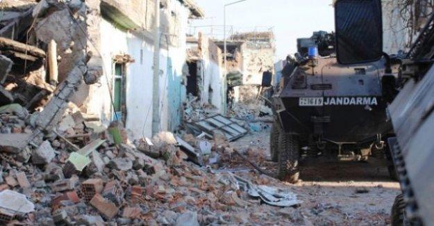 Sur'da patlama: 2 asker yaralı