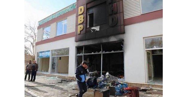 Halk, DBP Çınar ilçe binasını yaktı