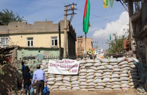 """Kürt gençler hendeklere isyan etti: """"Artık yeter"""""""