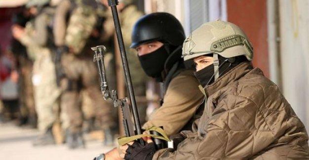 PKK çocuklarının gözü önünde saldırdı!