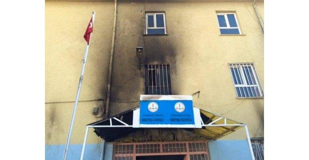 PKK yine okul yaktı!