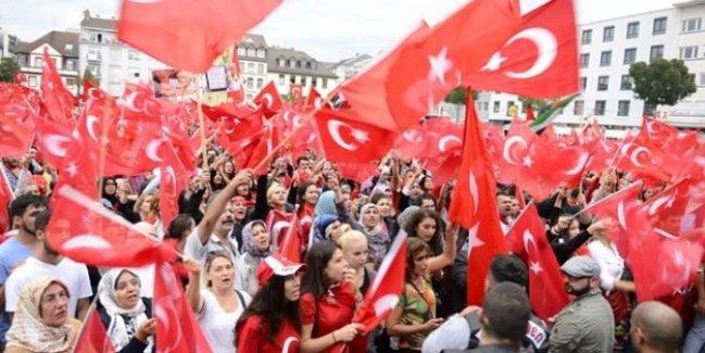 Almanya'da Türkler ayaklandı!