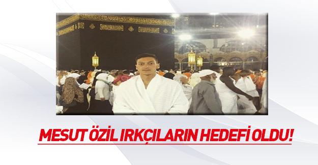 Umre'ye giden Mesut Özil Almanya'da ırkçı partinin hedefinde