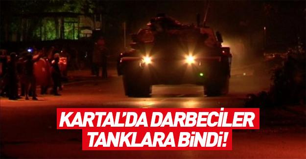 İstanbul Kartal'da FETÖ'cüler tanklara bindi
