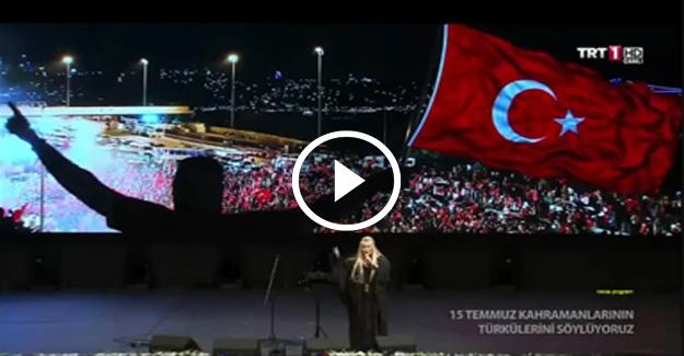 Zerrin Özer'den konsere gelmeyen sanatçılara tepki