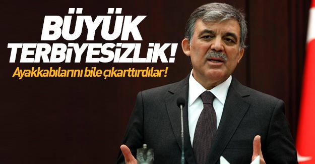 Abdullah Gül'e terbiyesizlik! Ayakkabılarını bile...
