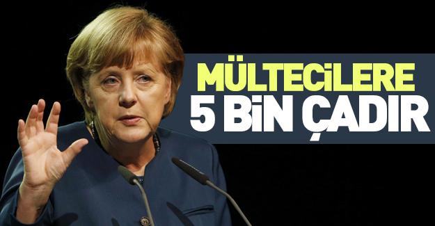 Merkel'den mültecilere yardım (!)