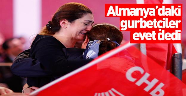 Almanya'da sonuçları gören CHP'liler ağlamaya başladı
