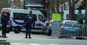 Paris'teki saldırılarla ilgili 3 gözaltı