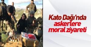 Nazlı Çelik'ten Kato Dağı'nda askerlere moral ziyareti