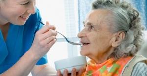 Profesyonel hasta ve yaşlı bakıcı hizmeti