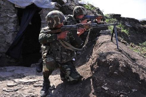 Azerbaycan'da 12 asker şehit oldu