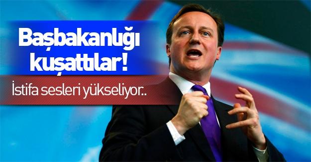 İngiltere'de protestocular Başbakanlığı kuşattı