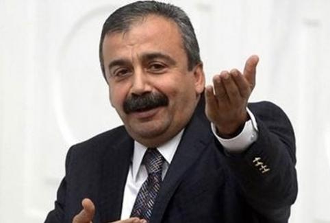 """Sırrı Süreyya Önder """"Ulu Önder Atatürk"""" dedi!"""