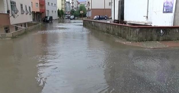 İstanbul Ümraniye'de şiddetli yağış sebebiyle 10 evi su bastı!