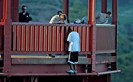 Artık intihar etmek isteyenler bu köprüye çıkamayacak!