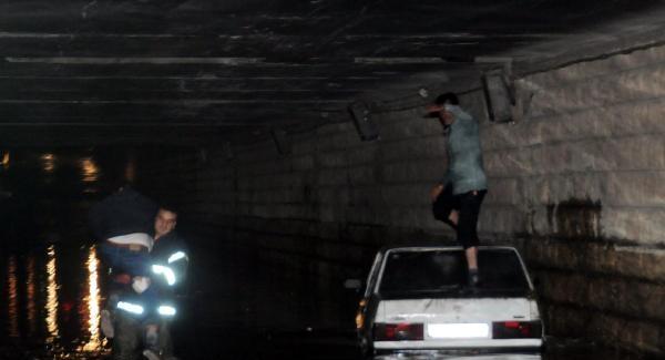 Tüneli su bastı, sürücüler canlarını zor kurtardı! Gaziantep'te sağanak yağış hayatı felç etti! Flaş son dakika gelişmesi